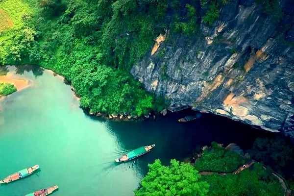 Quang Binh - The picture of monumental blue water of the country