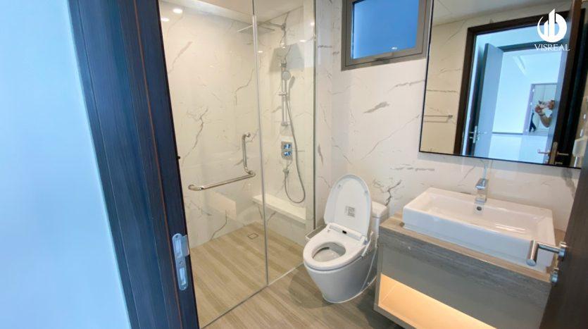 Bathroom, high-end equipment